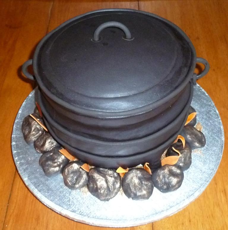 African Hut Cakes Designs