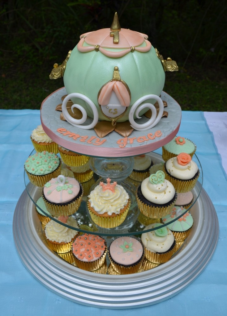 Cinderella Coach and matching cupcakes